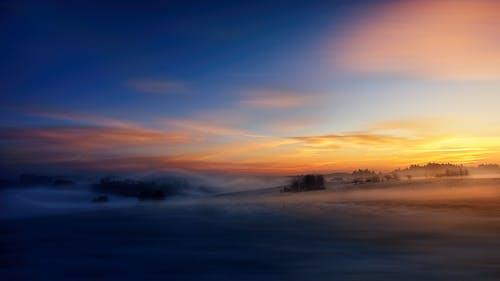 Immagine gratuita di alba, campo, cielo, nebbia