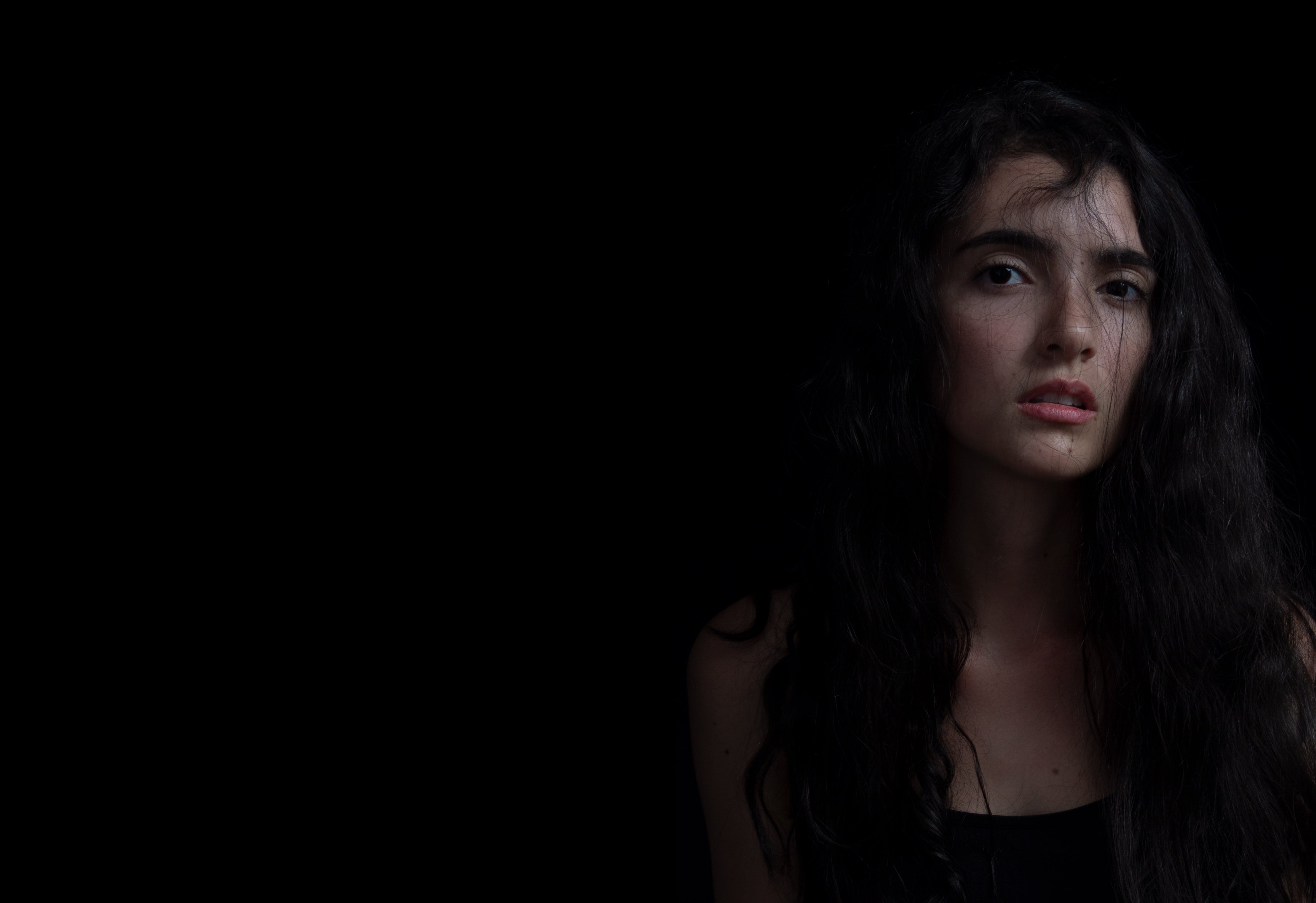 Základová fotografie zdarma na téma akut, expresión, fondo negro, luz y sombras