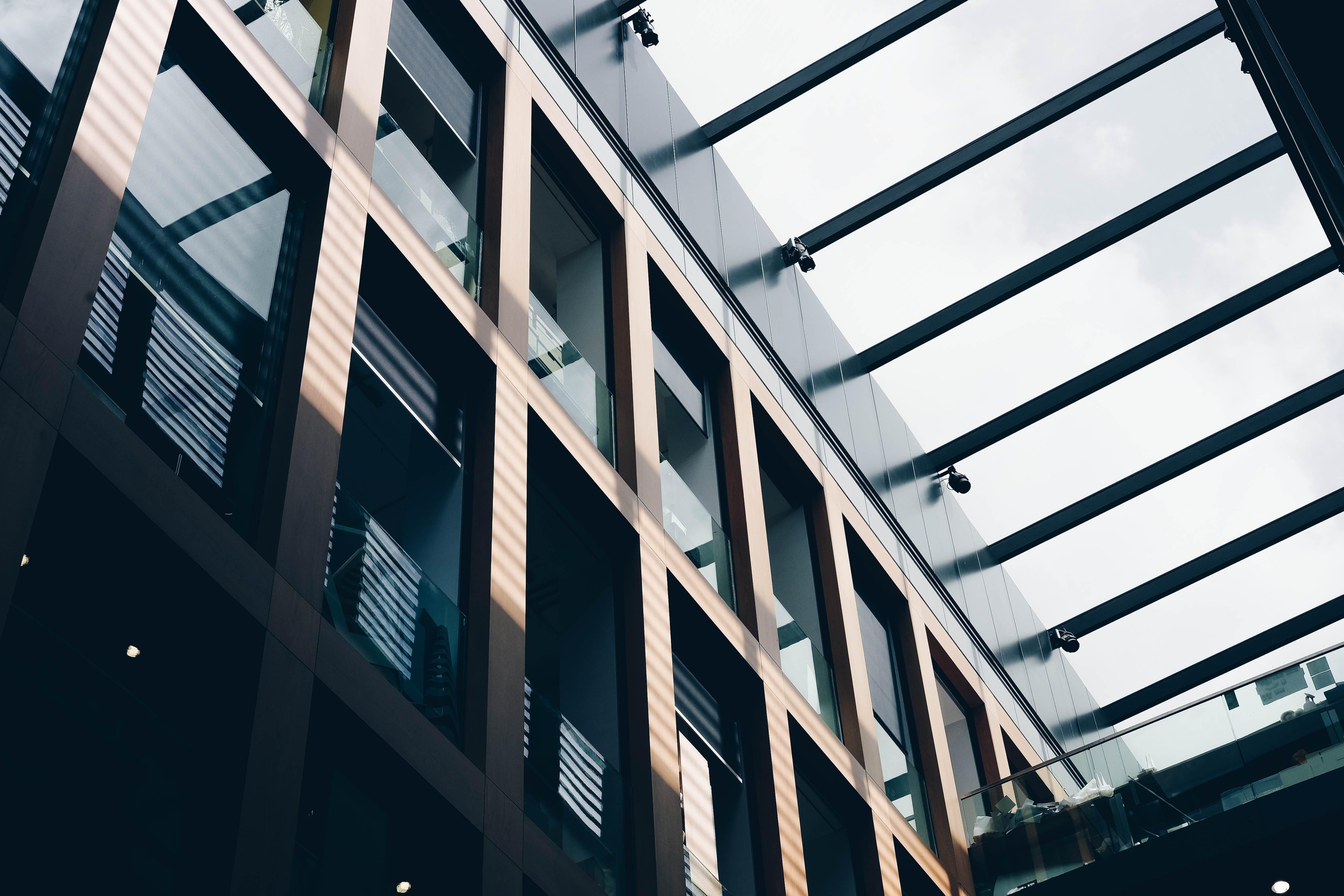 Foto d'estoc gratuïta de arquitectura, articles de vidre, disseny d'arquitectura, finestres de vidre
