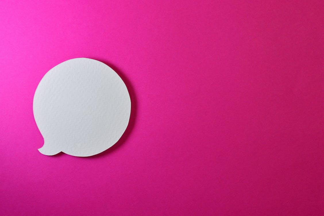 arrière-plan rose, bavarder, blanc