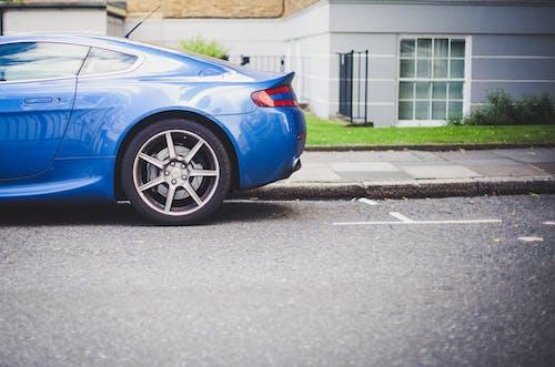 Ilmainen kuvapankkikuva tunnisteilla ajoneuvo, auto, katu, katukiveys