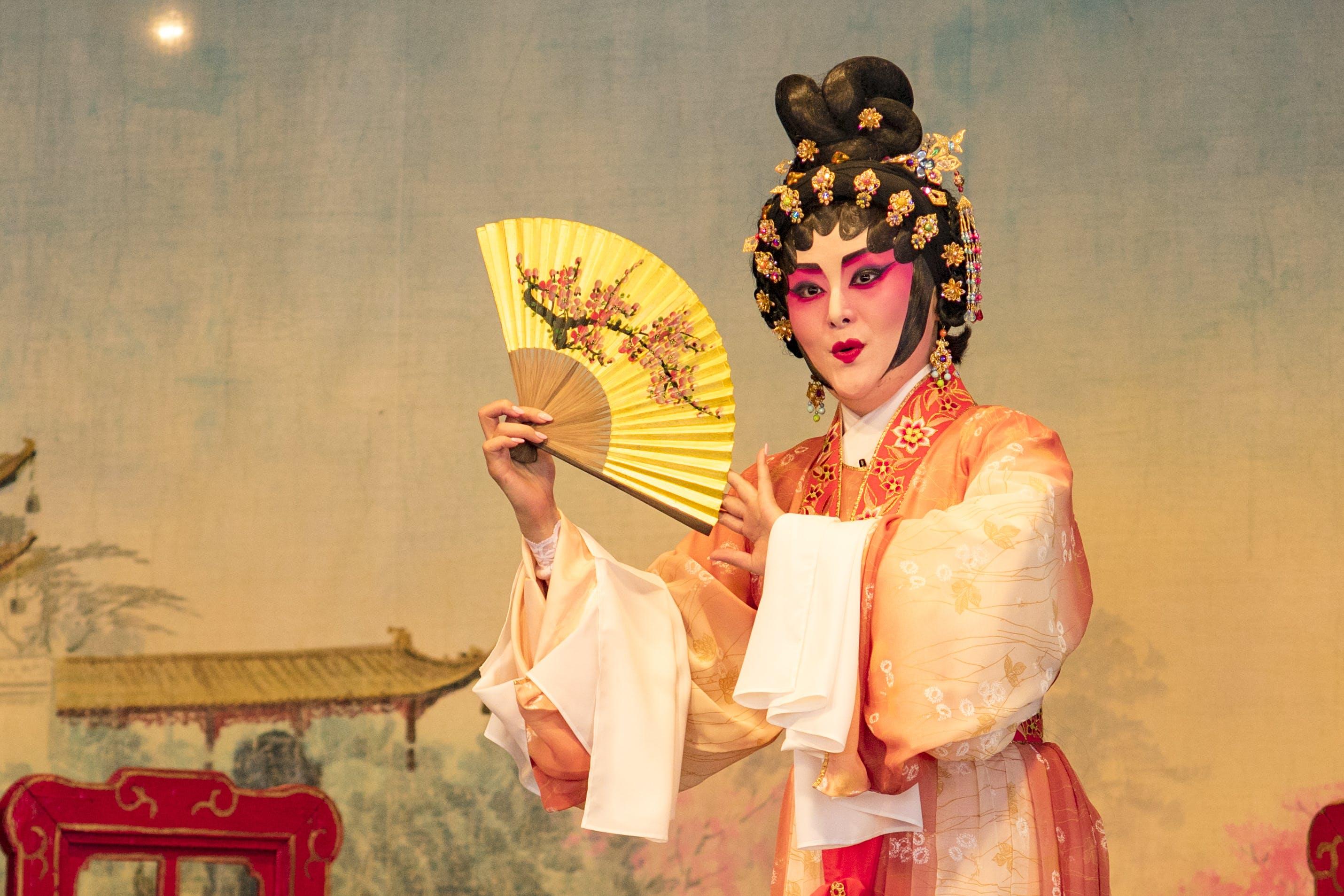 Kostenloses Stock Foto zu asiatische frau, frau, kleid, kleidung