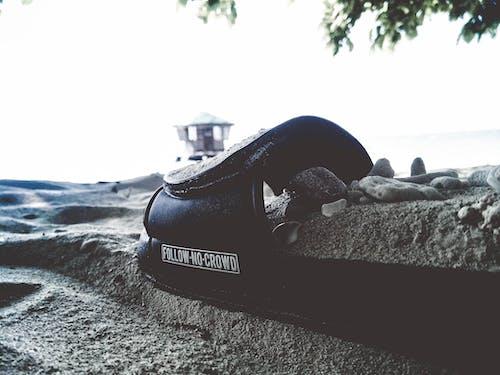 Ingyenes stockfotó fekete-fehér, homokos strand, kunyhó, parti kunyhó témában