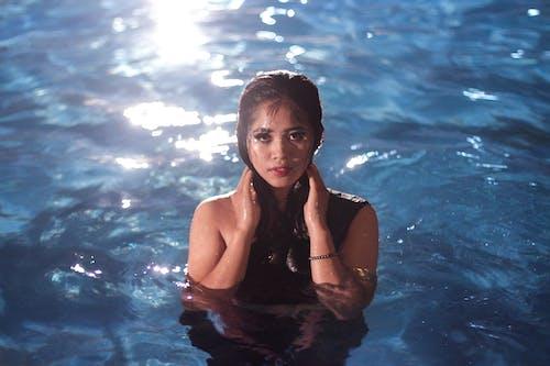 귀여운, 귀여운 소녀, 물, 미소의 무료 스톡 사진