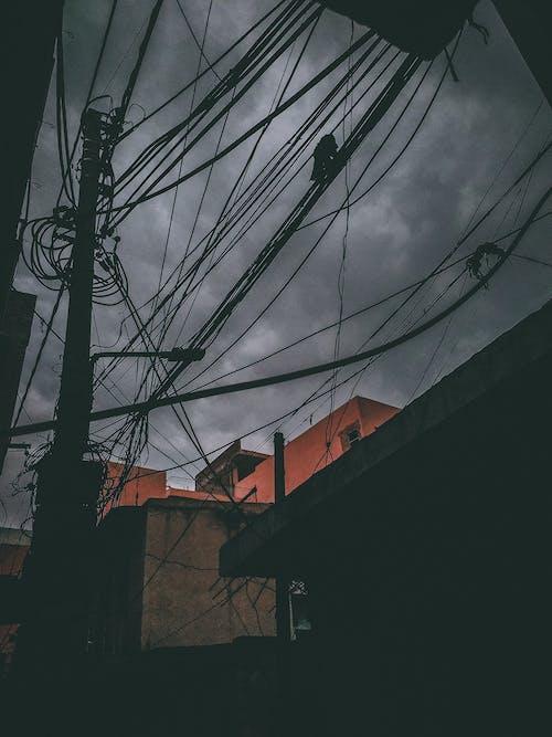 令人不寒而慄的, 喜怒無常, 多雲的, 漆黑 的 免费素材照片