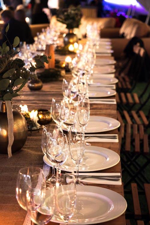 Δωρεάν στοκ φωτογραφιών με catering, γυάλινα αντικείμενα, επιτραπέζια σκεύη, κερί