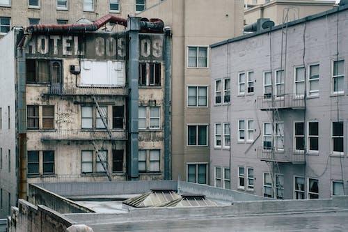 Бесплатное стоковое фото с архитектура, городской, гостиница, дневной свет