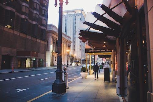 Δωρεάν στοκ φωτογραφιών με άνδρας, απόγευμα, αρχιτεκτονική, αστικός
