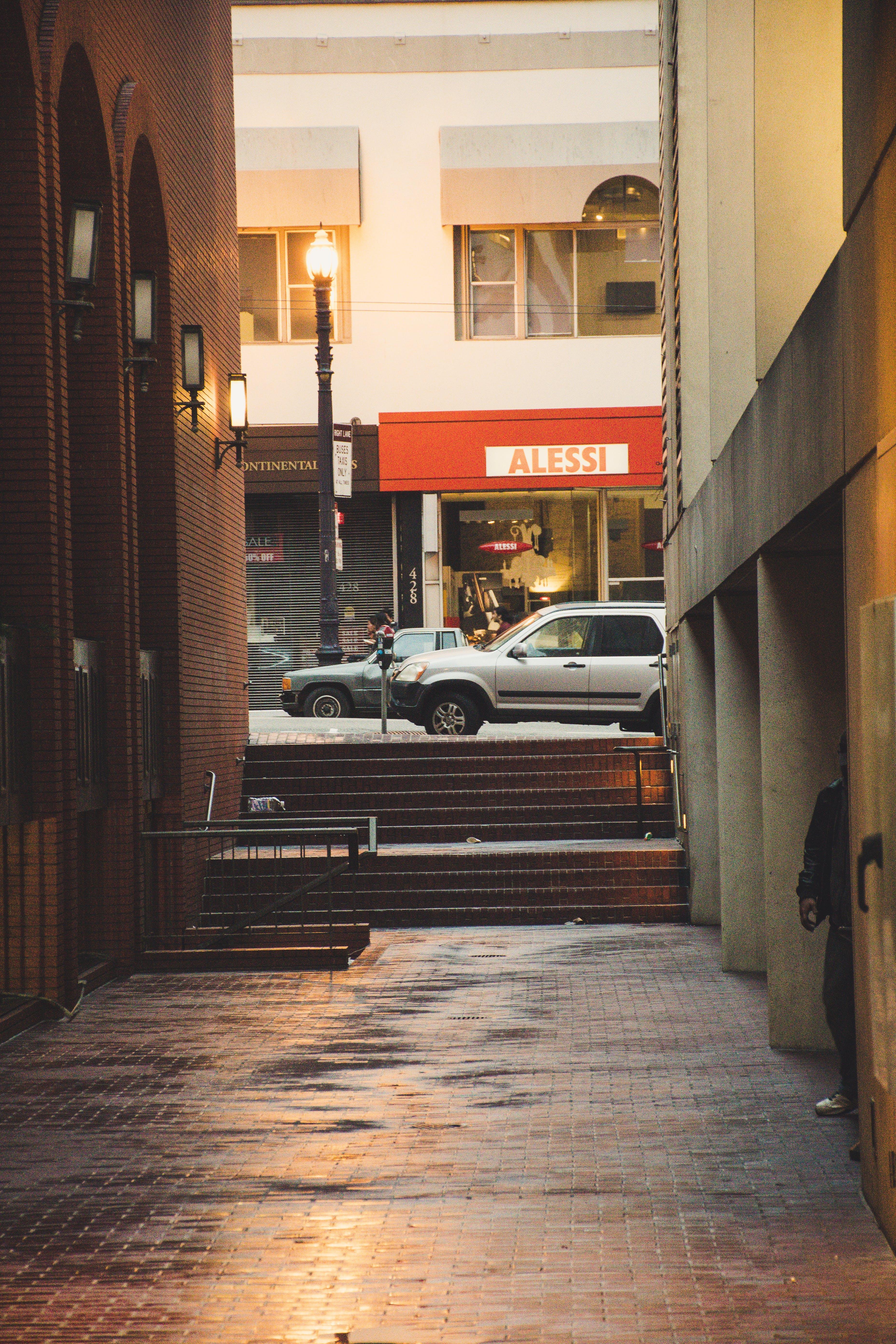 Základová fotografie zdarma na téma architektura, auta, budova, dlažba