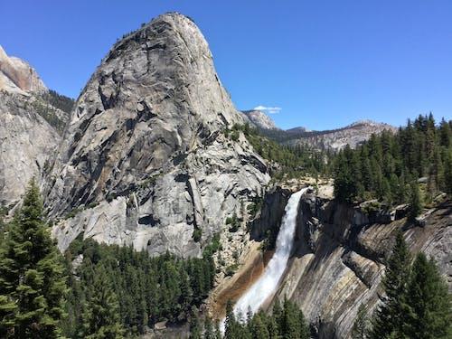 Foto profissional grátis de água, cachoeira, nevada falls, pedra