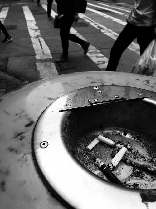 Безкоштовне стокове фото на тему «пішохід, сигара, сигарети»