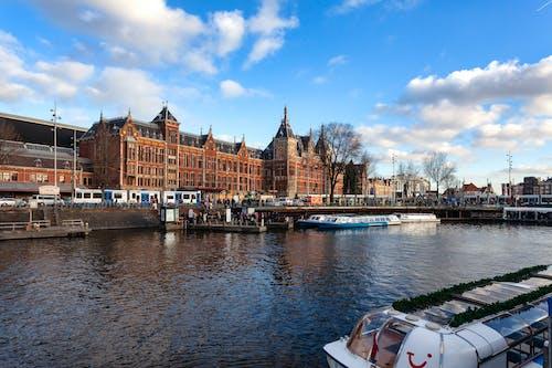 버스 정류장 x 암스테르담 x, 운하의 무료 스톡 사진