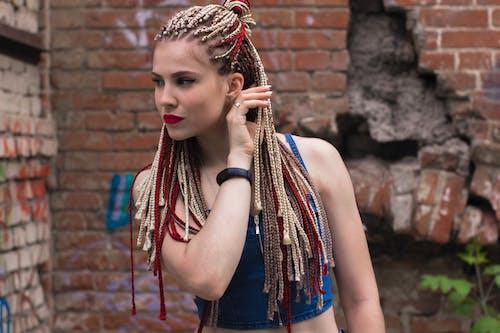 Foto d'estoc gratuïta de blau, bonic, cabell, cabells a l'estil rastafari