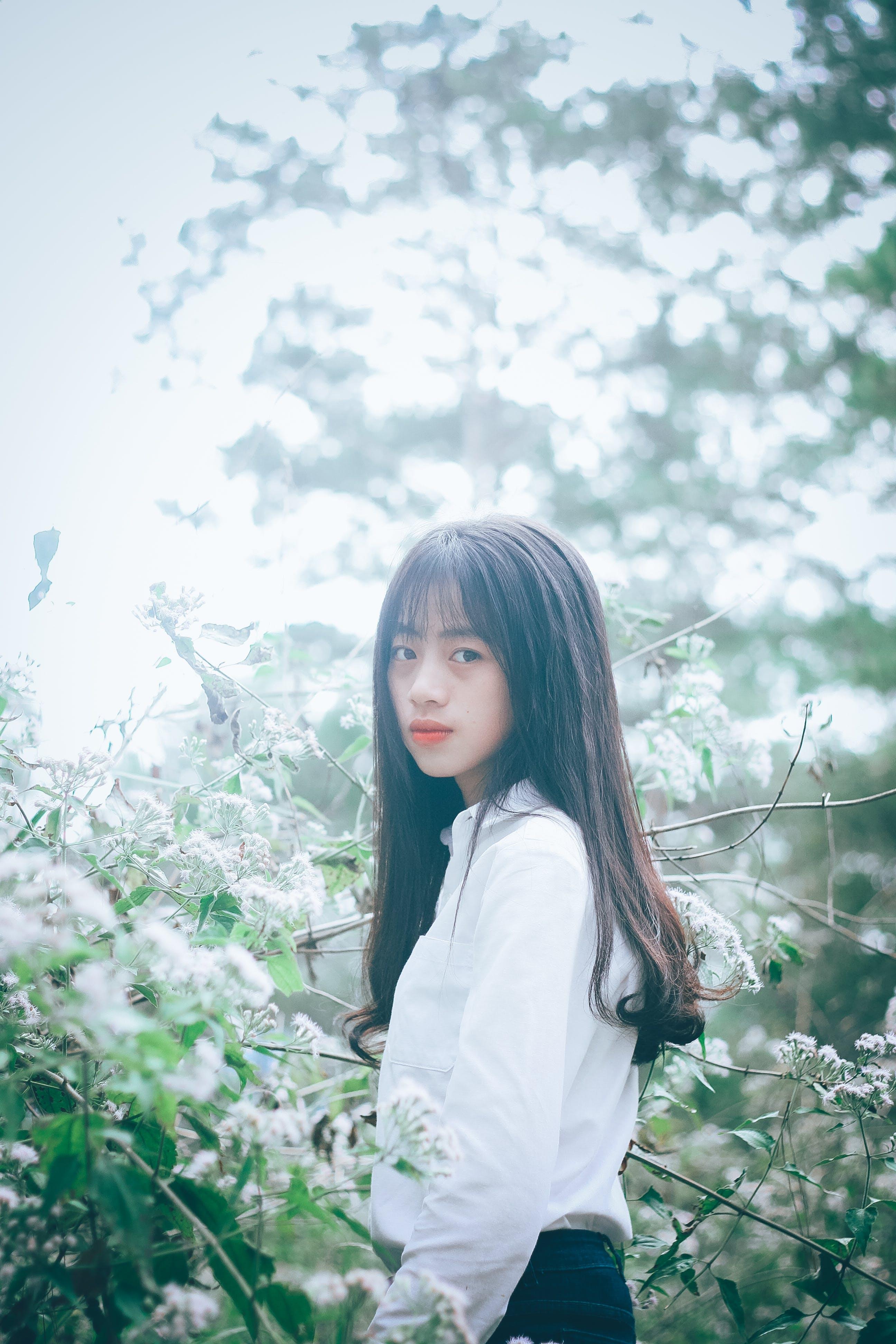 Gratis arkivbilde med asiatisk jente, asiatisk kvinne, attraktiv, blomster