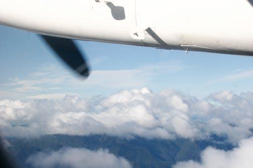 Foto stok gratis baling-baling pesawat terbang, berawan, fotografi udara, langit berawan