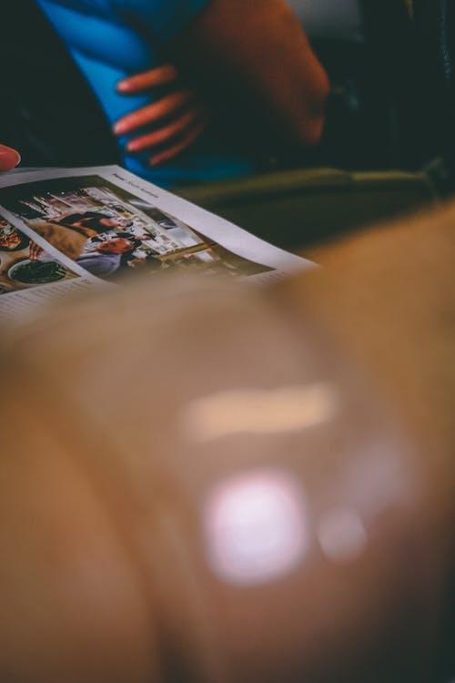 Foto stok gratis gelang, kulit, lengan, majalah