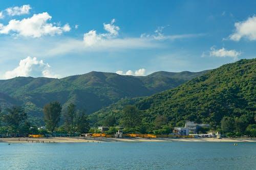 Безкоштовне стокове фото на тему «берег моря, вид, вода, гори»
