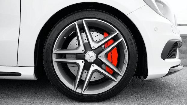 Kostenloses Stock Foto zu auto, fahrzeug, reifen, geschwindigkeit