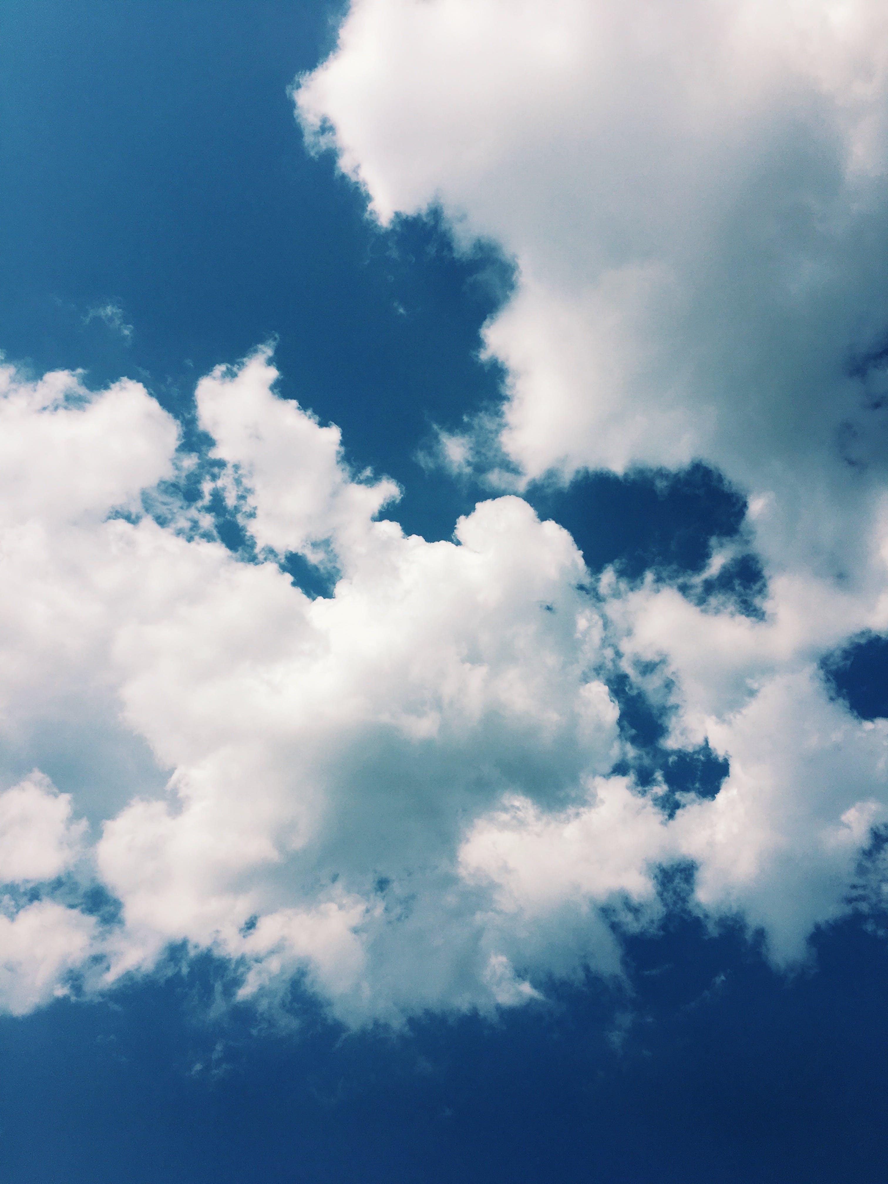 Kostenloses Stock Foto zu bewölkter himmel, blauer himmel, bunt, dunkelblau