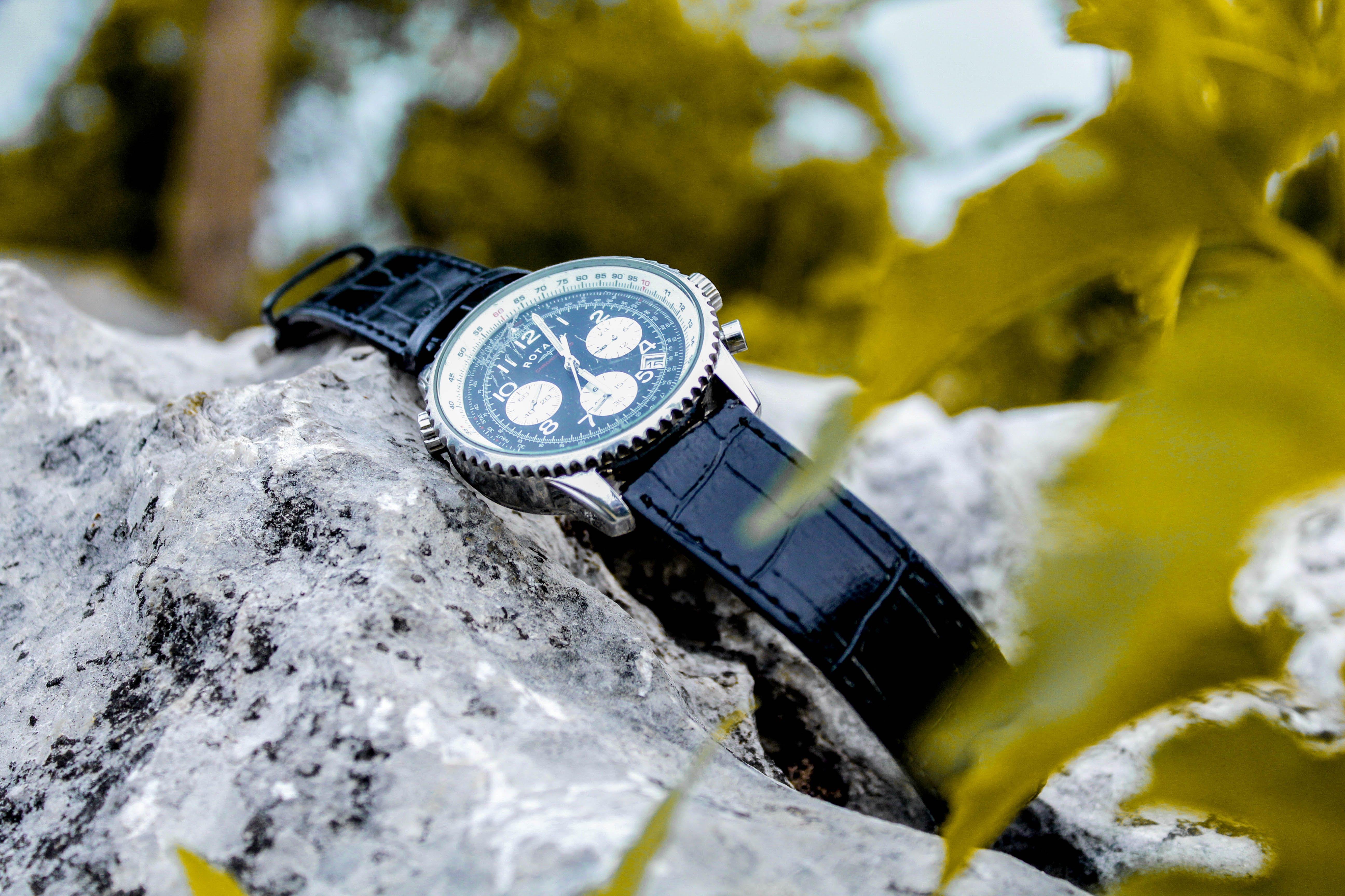 Foto d'estoc gratuïta de color, outdoorchallenge, rellotge de polsera, roca