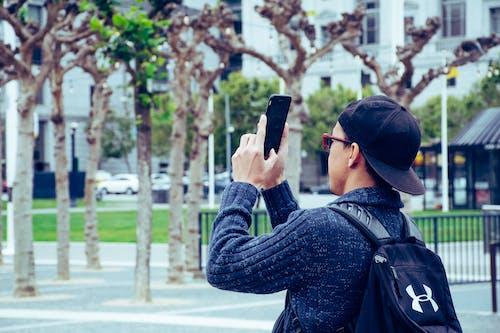 adam, akıllı telefon, aşındırmak, aşınmak içeren Ücretsiz stok fotoğraf