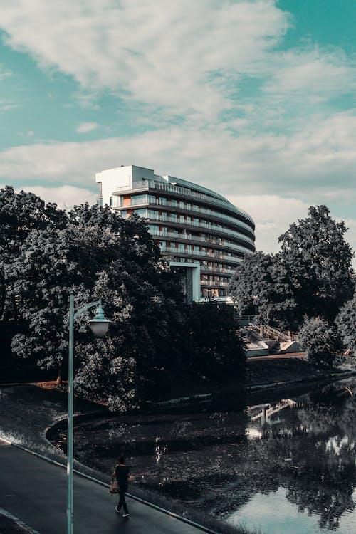 คลังภาพถ่ายฟรี ของ กลางวัน, ถนน, สถาปัตยกรรม, สูงระฟ้า