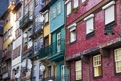 Gratis lagerfoto af arkitektur, balkon, bygninger, eksteriør