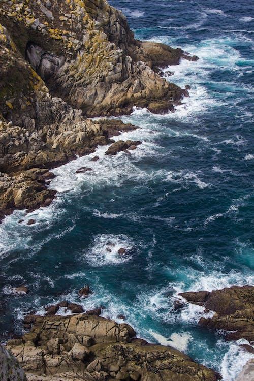 Безкоштовне стокове фото на тему «берег, берег моря, вода, камені»