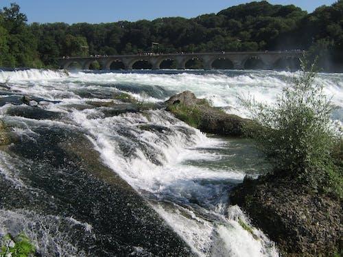 Imagine de stoc gratuită din pod peste cascadă