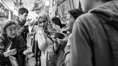 Δωρεάν στοκ φωτογραφιών με Άνθρωποι, ασπρόμαυρο, δρόμος, έκφραση προσώπου