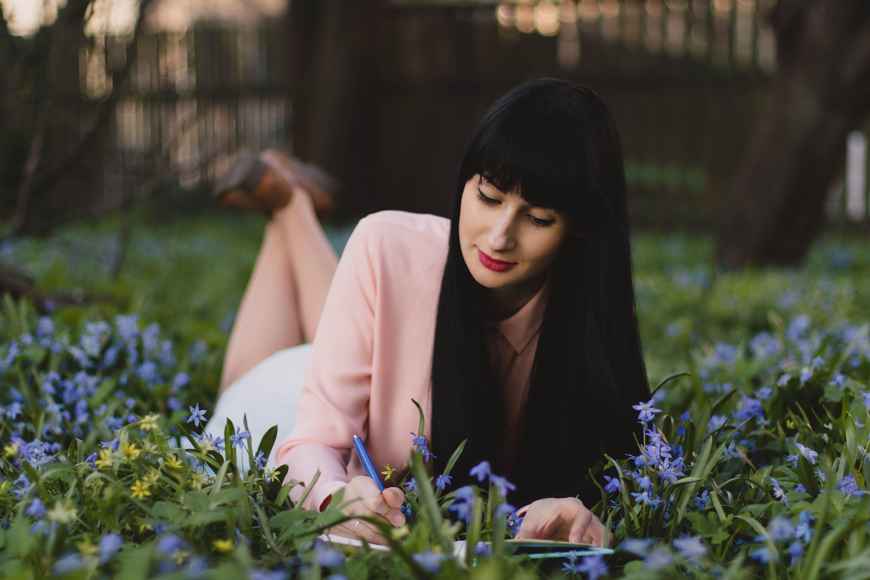 Darmowe zdjęcie z galerii z kobieta, kwiaty, model, portret