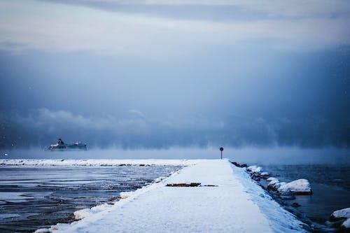 Foto profissional grátis de água, céu, com frio, envio