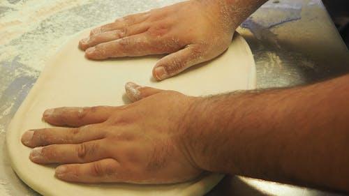คลังภาพถ่ายฟรี ของ ฐานพิซซ่า, ทำพิซซ่า, เตรียมพิซซ่า, แป้งพิซซ่า