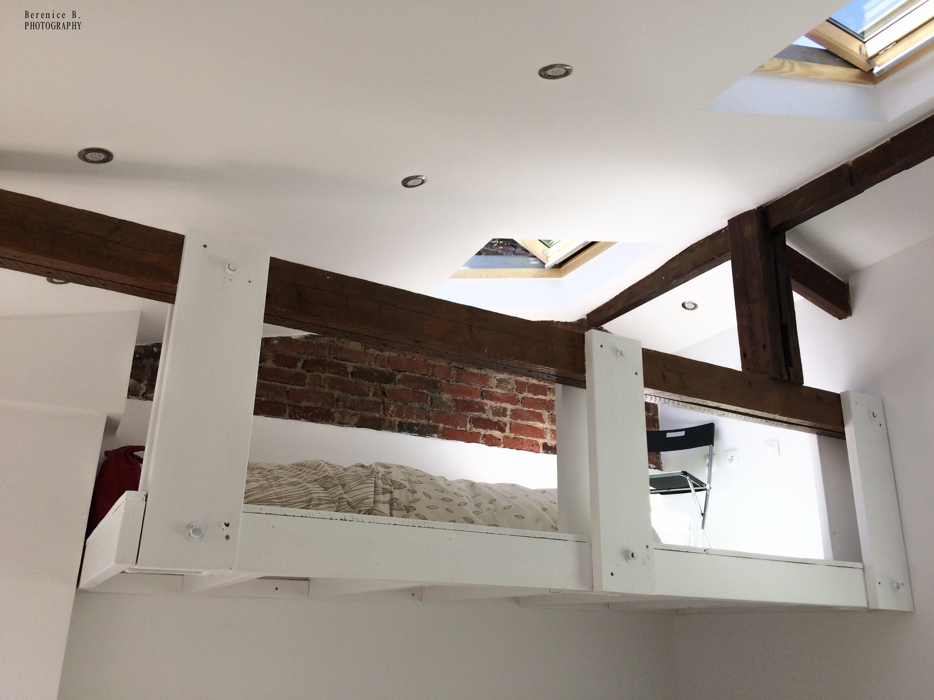 Free stock photo of brique, chambre, fenetre de toit, mezzanine