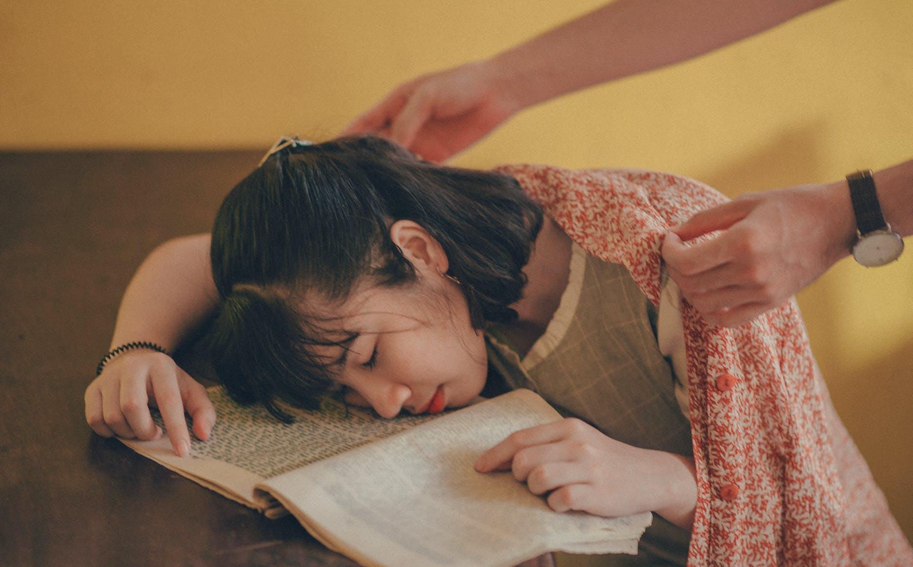 durasi waktu tidur ideal terganggu karena punya kebiasaan insomnia
