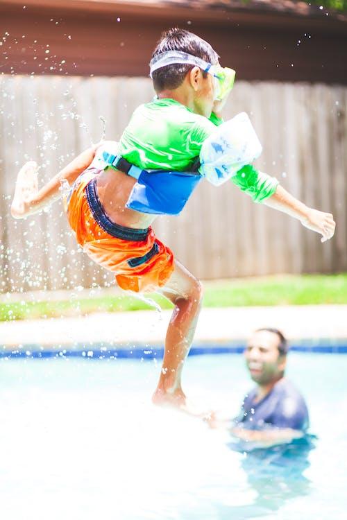 คลังภาพถ่ายฟรี ของ การกระทำ, การกระโดด, ความสุข, ตอนกลางวัน