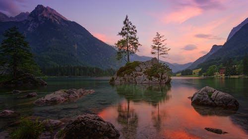 Бесплатное стоковое фото с вода, восход, горы, закат