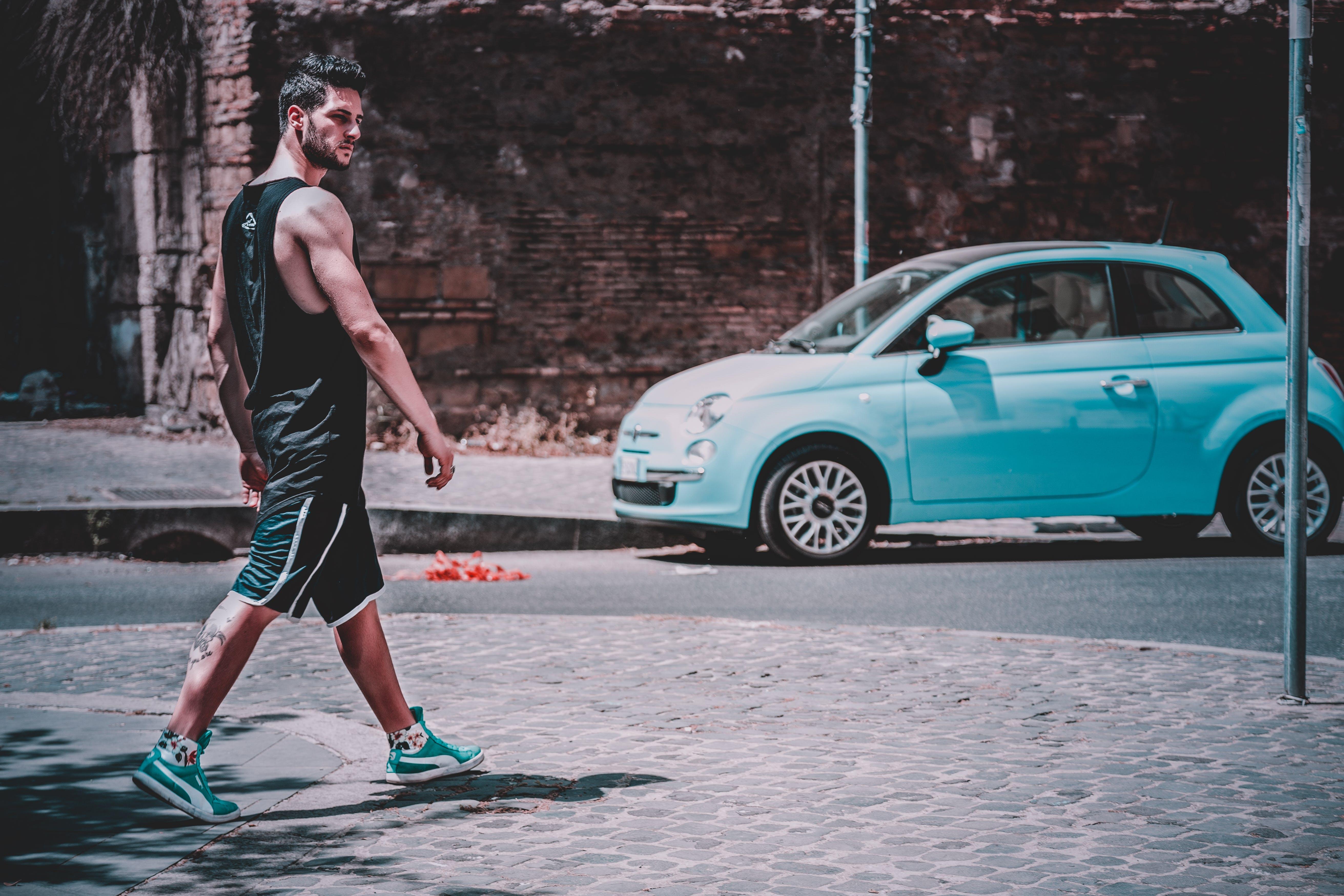 おとこ, 人, 歩く, 車の無料の写真素材