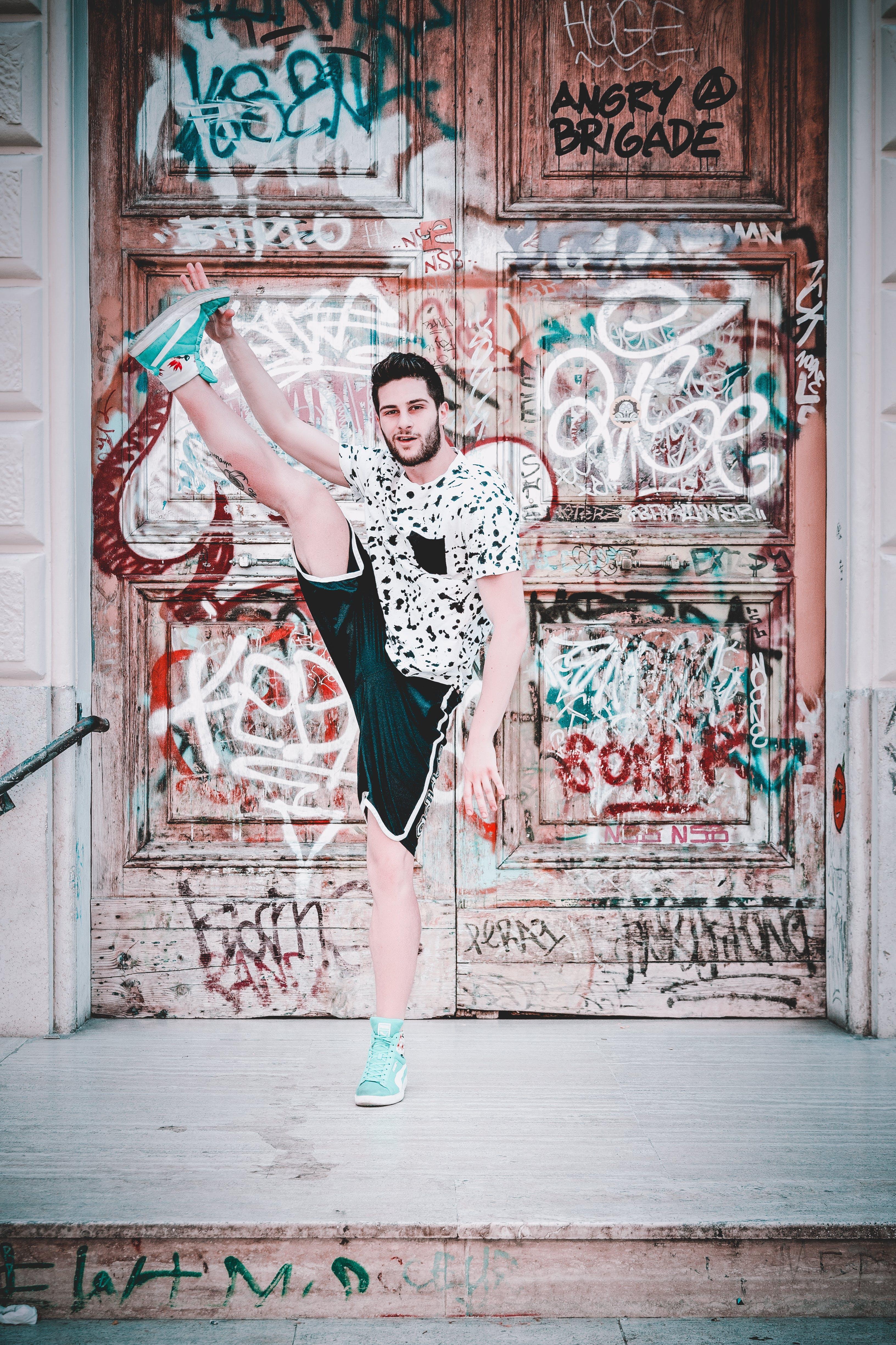 Kostenloses Stock Foto zu eingang, gebäude, graffiti, kunst