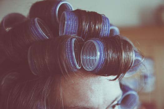 White and Blue Hair Curlier