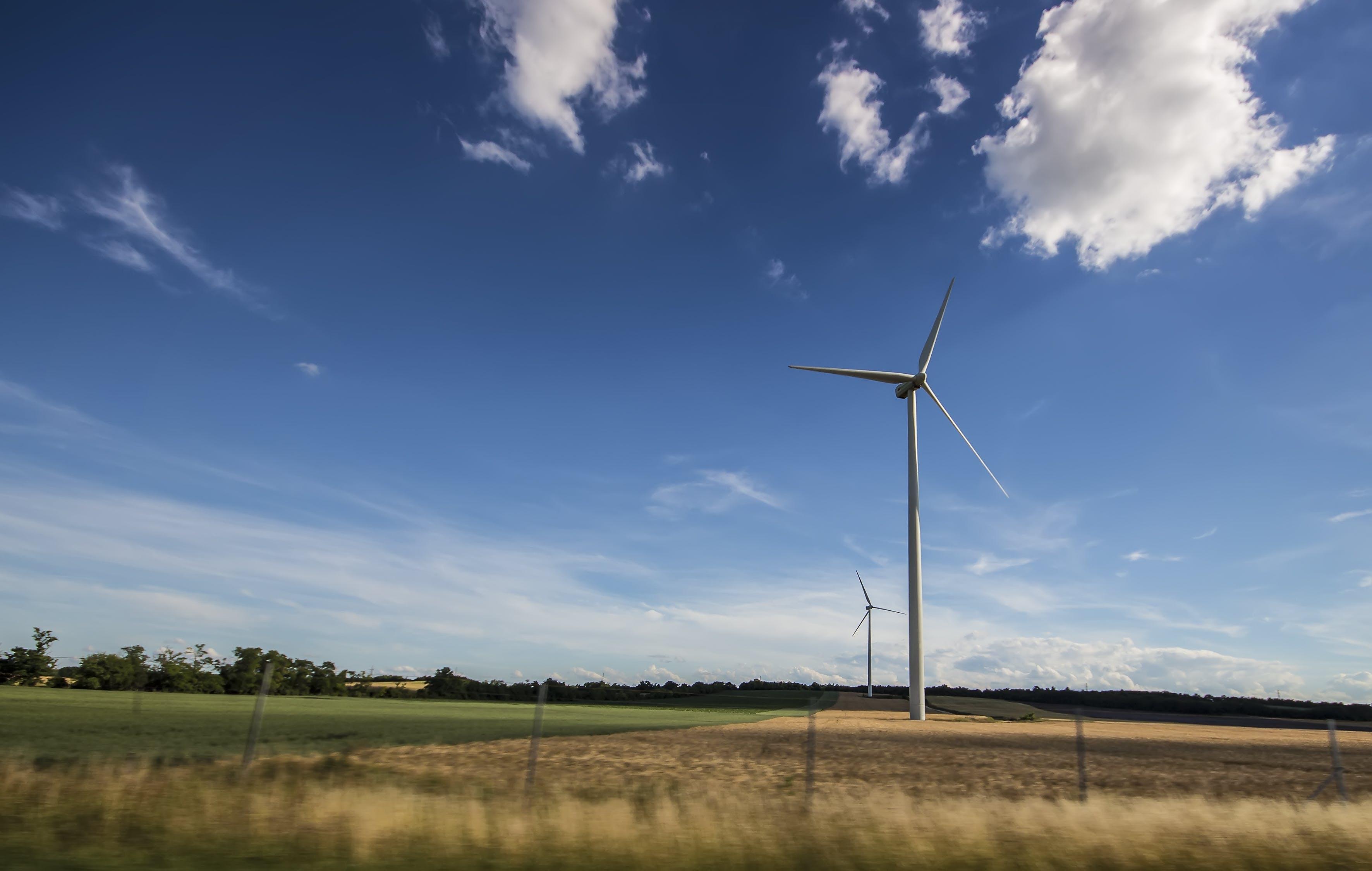 Kostenloses Stock Foto zu himmel, feld, erneuerbare energie, windturbine