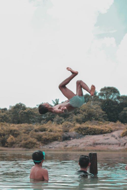 คลังภาพถ่ายฟรี ของ การเคลื่อนไหว, ต้นไม้, ตอนกลางวัน, น้ำ