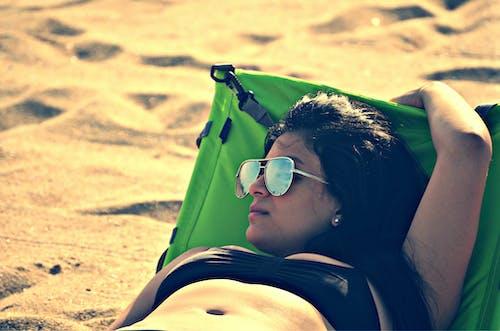 Δωρεάν στοκ φωτογραφιών με άμμος, αναψυχή, άνθρωπος, γυαλιά ηλίου