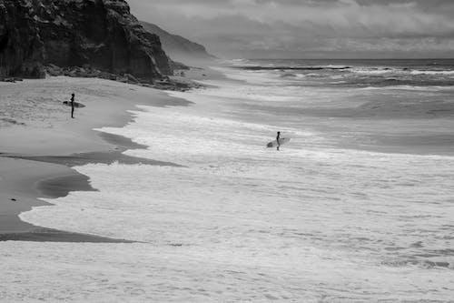 Foto d'estoc gratuïta de fent surf, fer surf, onades, platja