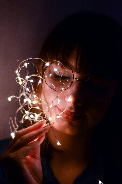 Kostenloses Stock Foto zu auge, beleuchtung, brille, dunkel