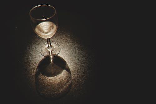 Бесплатное стоковое фото с алкоголь, алкогольный напиток, бокал вина, вино