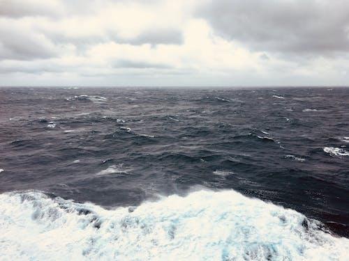 거친 물, 거친 바다, 검은 구름, 고르지 못한의 무료 스톡 사진