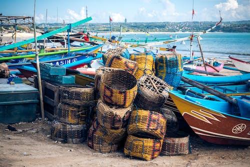 Foto profissional grátis de à beira-mar, baía, barcos, beira-mar
