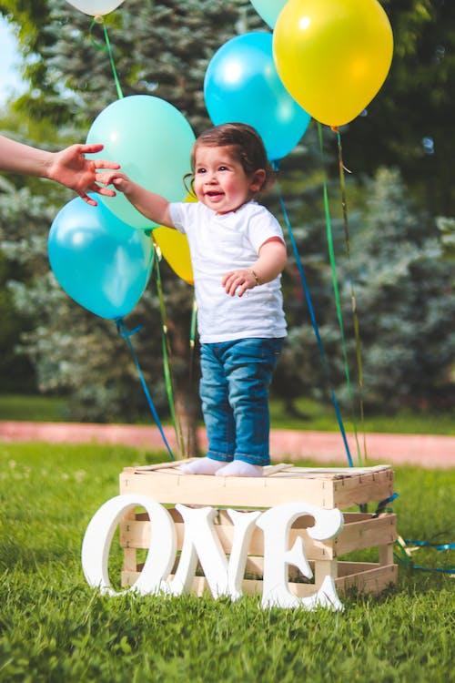 Kostnadsfri bild av ballonger, barn, bebis, dagtid