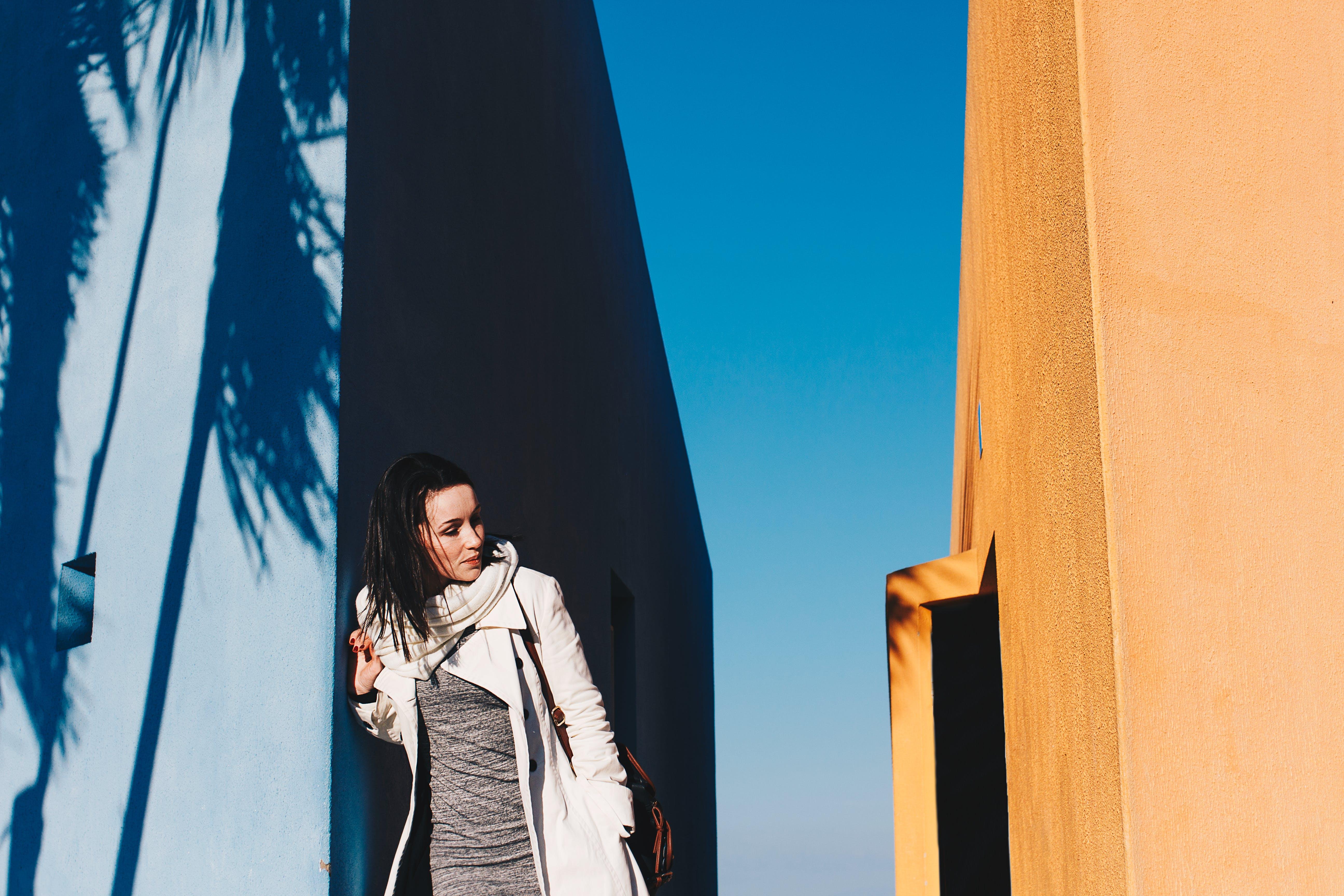 Kostenloses Stock Foto zu architektur, blauer himmel, draußen, erwachsener